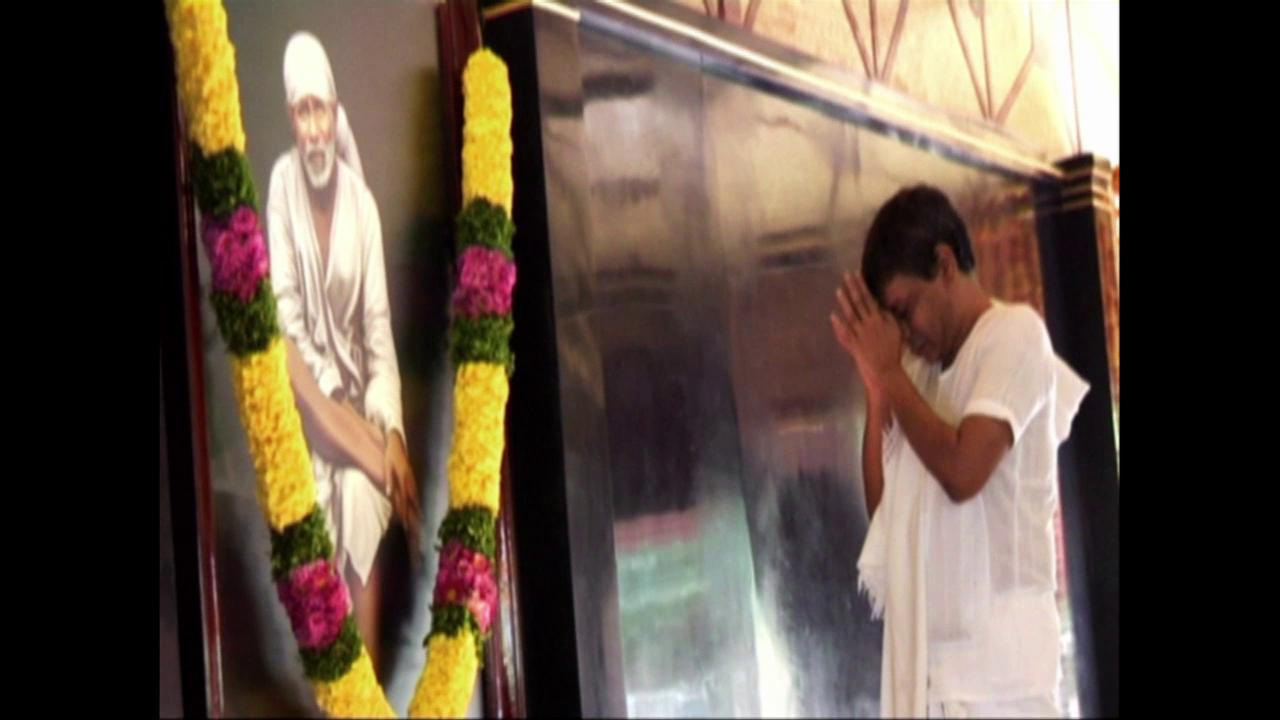 Sri Babuji Offering Arati